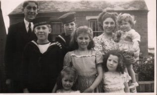 The Bartram children in 1948/9. Tom's niece is the youngest. Edna and Bill had one further child.